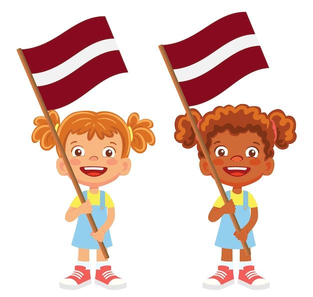 Bandeira da letônia na mão. crianças segurando uma bandeira. bandeira nacional do vetor da letônia