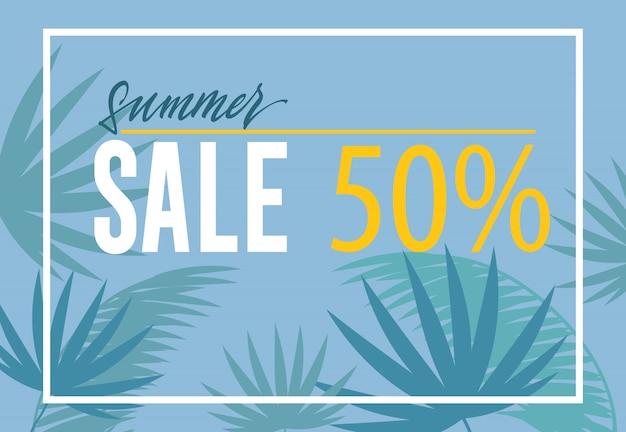 Bandeira de cinquenta por cento de venda de verão. silhuetas em folha de palmeira sobre fundo azul.