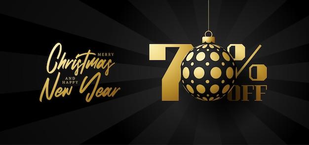 Bandeira de grande venda de feliz natal. venda de natal de luxo com 70% de desconto no modelo de banner real preto com uma bola dourada decorada pendurada em um fio. feliz ano novo e ilustração vetorial de natal
