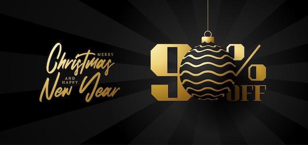 Bandeira de grande venda de feliz natal. venda de natal de luxo com 90% de desconto no modelo de banner real preto com uma bola dourada decorada pendurada em um fio. feliz ano novo e ilustração vetorial de natal