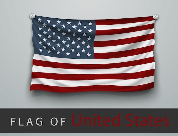 Bandeira dos eua agredida, pendurada na parede, parafusos aparafusados
