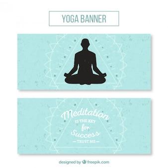 Bandeiras bonitos de ioga com uma silhueta de pose