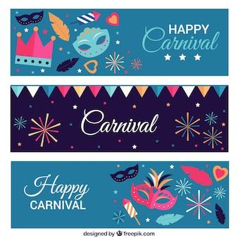 Bandeiras coloridas com máscaras de carnaval e fogos de artifício