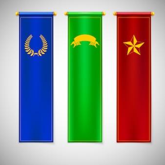 Bandeiras coloridas verticais com emblemas