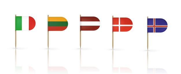 Bandeiras da dinamarca, lituânia, letônia, islândia e itália em palitos de dente isolados no branco