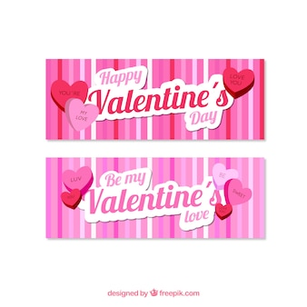 Bandeiras decorativas com listras e corações para o dia dos namorados