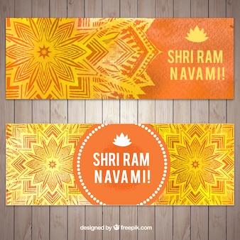 Bandeiras decorativas em tons laranja e amarelo para ram navami