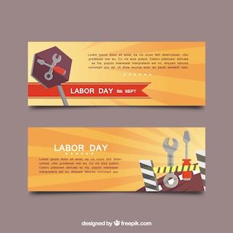 Bandeiras do dia de trabalho com fundo em tons alaranjados