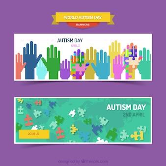 Bandeiras do dia do autismo com mãos coloridas e peças do puzzle