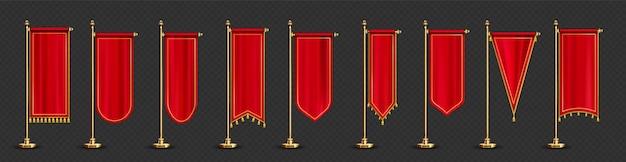 Bandeiras vermelhas com flâmula longa e franjas douradas isoladas em transparentes