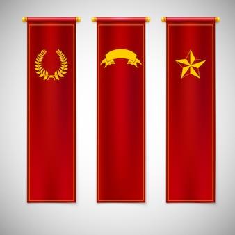 Bandeiras vermelhas verticais com emblemas.