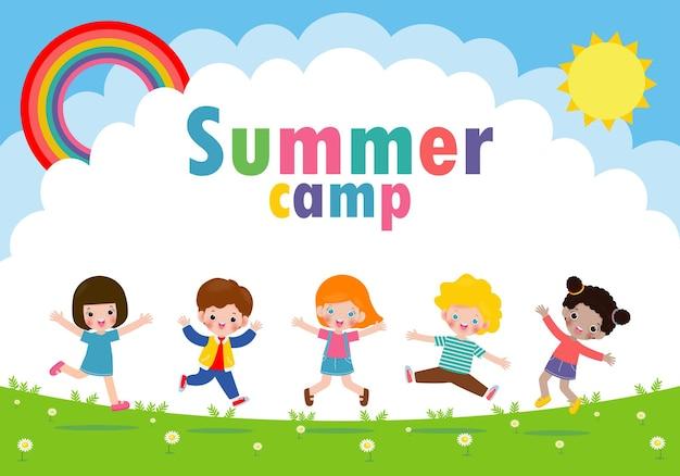 Banner acampamento de verão infantil com crianças pulando no parque