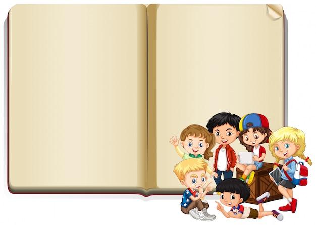 Banner com crianças felizes lendo livro
