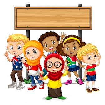 Banner com crianças sob placa de madeira