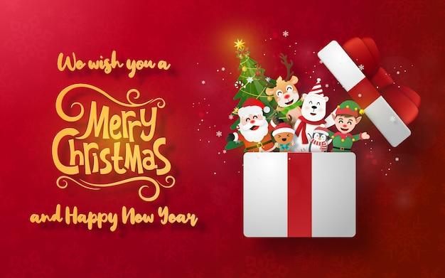 Banner de cartão postal de natal com papai noel e personagem fofa em uma caixa de presente