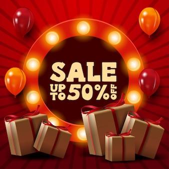 Banner de desconto vermelho com até 50% de desconto, presentes, balões e sinal redondo com oferta
