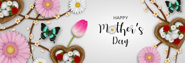 Banner de feliz dia das mães com borboletas e flores em forma de coração