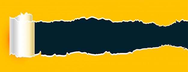Banner de folha amarela de papel rasgado enrolado