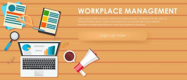 Banner de gerenciamento de local de trabalho. mesa de trabalho, laptop, café.