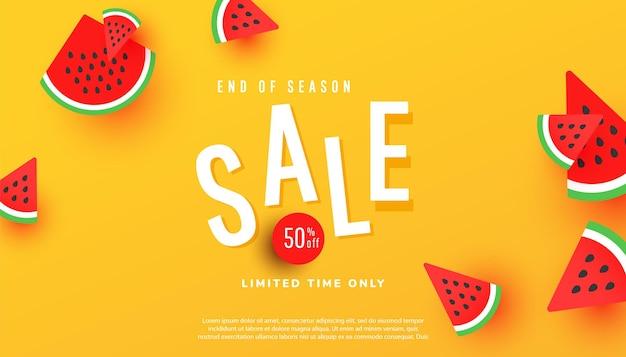 Banner de liquidação de verão no final da temporada, desconto na temporada quente com fatias de melancia madura
