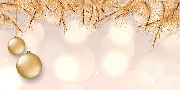 Banner de natal com design elegante com galhos de pinheiros dourados e bugigangas penduradas