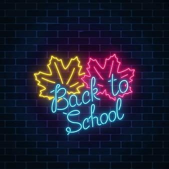 Banner de néon com volta ao texto de saudação de escola.