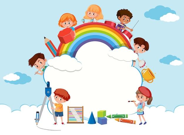 Banner de nuvem vazia com desenho de crianças em idade escolar
