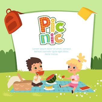 Banner de piquenique. crianças sentadas no jardim e comem algumas frutas