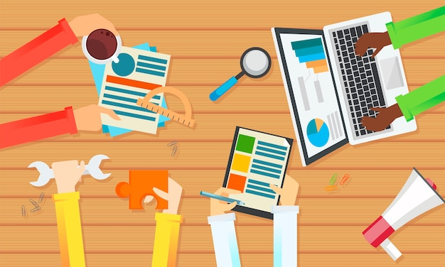 Banner de trabalho de equipe. vista de cima de uma mesa. mãos com objetos, documento, café, quebra-cabeça.