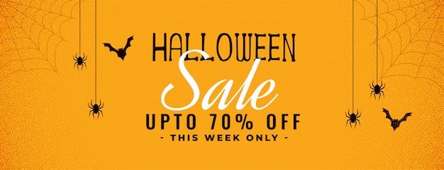 Banner de venda amarelo de halloween com aranha e teia de aranha