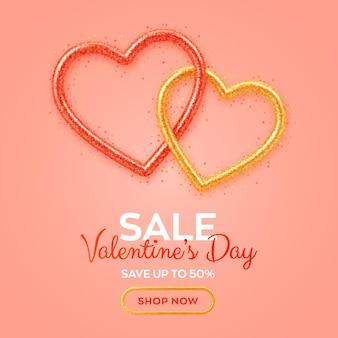Banner de venda de dia dos namorados com brilhantes corações 3d vermelhos e dourados realistas com textura de glitter e confetes em forma de coração.