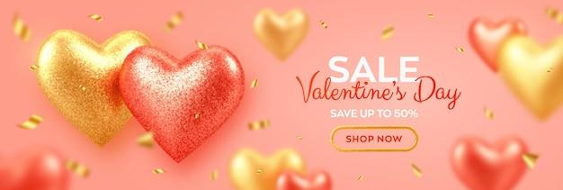 Banner de venda de dia dos namorados com brilhantes corações de balões 3d vermelhos e dourados realistas com textura de glitter e confetes.