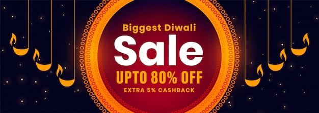 Banner de venda de diwali com design decorativo diya