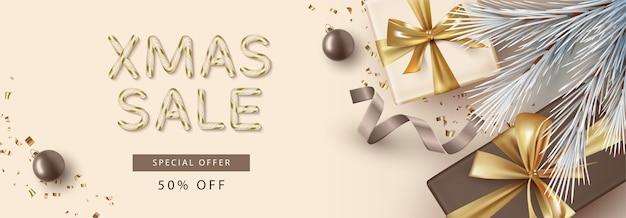 Banner de venda de feliz natal e feliz ano novo de vista superior com caixa de presente e letras de doces