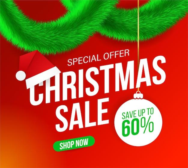 Banner de venda de natal com enfeites verdes peludos e chapéu de papai noel em fundo vermelho para ofertas especiais