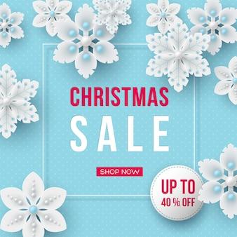 Banner de venda de natal. flocos de neve decorativos 3d e etiqueta com texto em fundo azul pontilhado. ilustração vetorial para descontos nas férias de inverno.