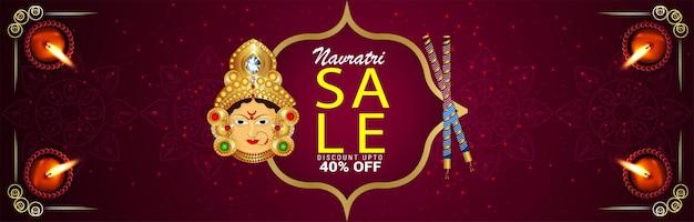 Banner de venda de navratri feliz com ilustração vetorial da deusa durga