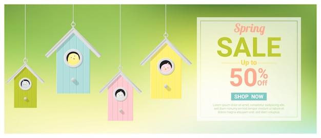Banner de venda de primavera com passarinhos em birdhouses coloridos