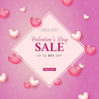 Banner de venda dia dos namorados com oferta de desconto de 80% e corações brilhantes decorados em fundo rosa bokeh.