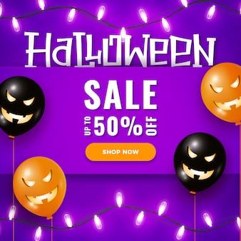 Banner de venda do dia das bruxas com grandes balões de ar assustador, luzes de guirlanda em violeta