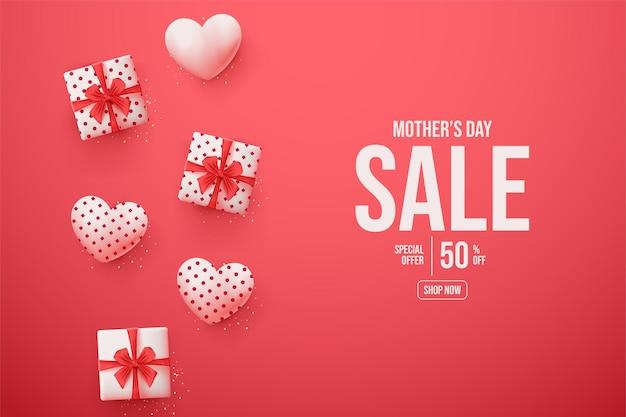 Banner de venda do dia das mães com caixa de presente e ilustração de balão de amor.
