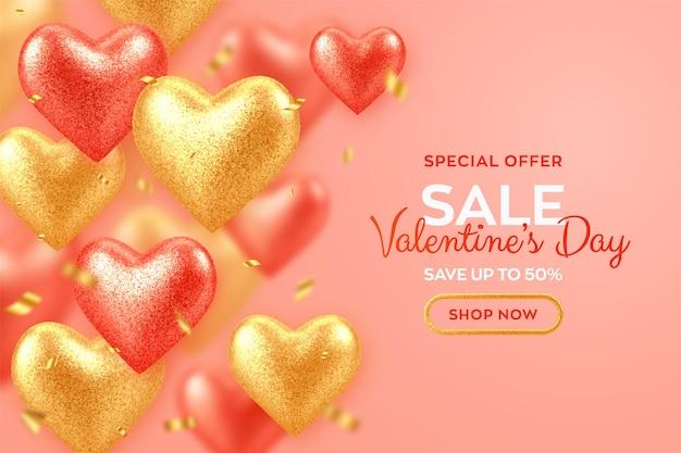 Banner de venda do dia dos namorados com brilhantes corações de balões 3d vermelhos e dourados realistas com textura de glitter e confetes.