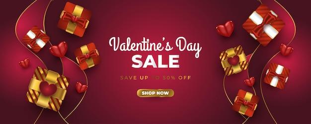 Banner de venda do dia dos namorados com caixa de presente realista, corações vermelhos e confete glitter dourados