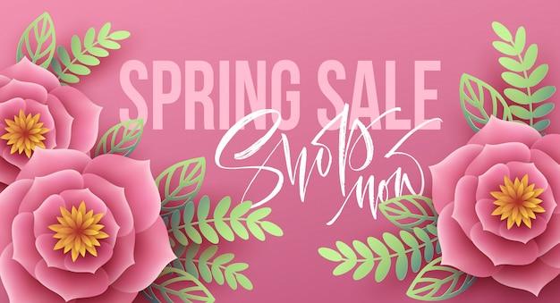 Banner de venda primavera com flores de papel e letras de caligrafia.