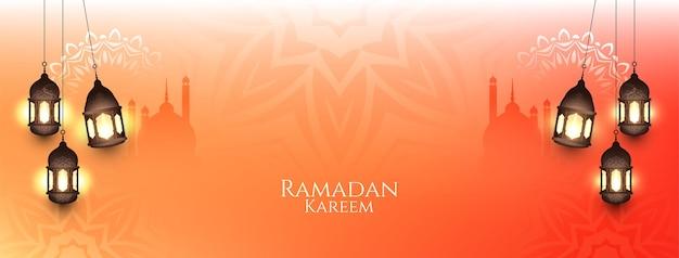 Banner do ramadan kareem com lanternas
