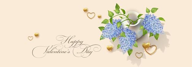 Banner elegante para o dia dos namorados. corações dourados e um vaso com flores azuis em um estilo realista