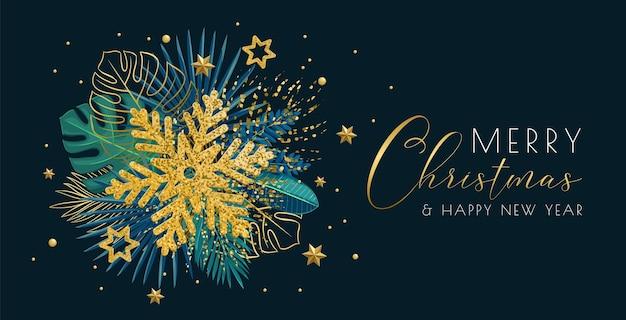 Banner horizontal brilhante de natal com folhas verdes tropicais, flocos de neve brilhantes e decorações de natal.
