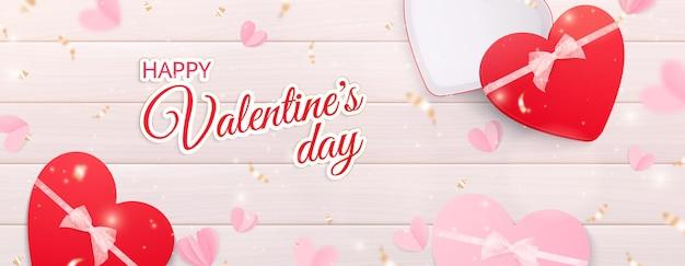 Banner horizontal de corações de dia dos namorados com texto ornamentado e caixas de presente e coração realistas