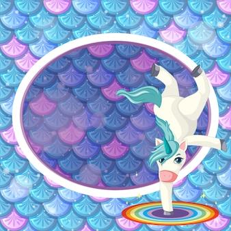 Banner oval de arco-íris com personagem de desenho animado de unicórnio em fundo de escamas de peixes arco-íris