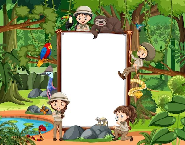 Banner vazio com muitas crianças e animais selvagens no cenário da floresta